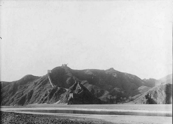 Велика стіна на річці Чаохе. Китай часів династії Цін. Фото: William Purdom