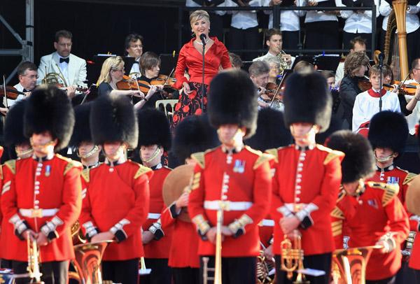 Королева Великобритании посетила церемонию наименования нового круизного лайнера флотилии Cunard «Queen Elizabeth», названного в её честь, город-порт Саутгемптон, 11 октября 2010 г. Фото: AFP/Getty Images