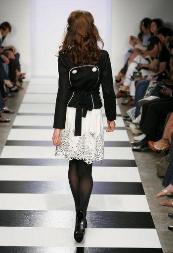 Коллекция сезона 'Осень-2008' от Алана Дель Розарио на Mercedes-Benz Fashion Week, Smashbox Studios, 11 марта 2008 г., Калифорния. Фото: Vince Bucci/Getty Images for IMG