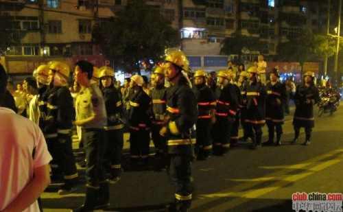 Багатотисячна акція протесту проти свавілля чиновника. Провінція Аньхой. Китай. Фото epochtimes.com