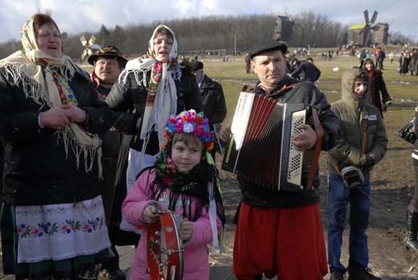 Гуляние на праздновании масленицы в Пирогово. Фото: Владимир Бородин/The Epoch Times Украина