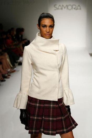 Коллекция сезона осень 2008 от Саморы на Mercedes-Benz Fashion Week , Smashbox Studios, 13 марта 2008, Калифорния. (Фото: Винс Буччи /Getty Images)