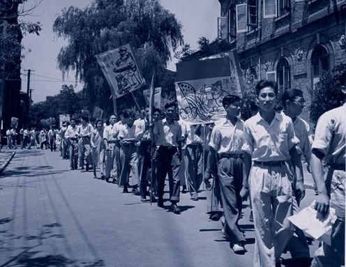 Студенты выражают протест против того, что США оказала экономическую поддержку Японии. Шанхай. Июнь 1948 год. Фото с aboluowang.com