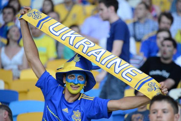 Украинский фан на матче Украина — Швеция 11 июня 2012 года в Киеве. Фото: Damien MEYER/AFP/GettyImages