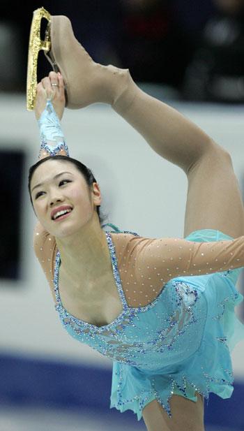 Юкарі Накано (Японія) виконує коротку програму. Фото: YURI KADOBNOV/AFP/Getty Images