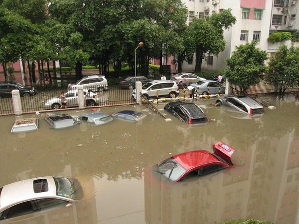 На півдні Китаю відбулися сильні повені. 6 травня 2010 р. Фото c epochtimes.com