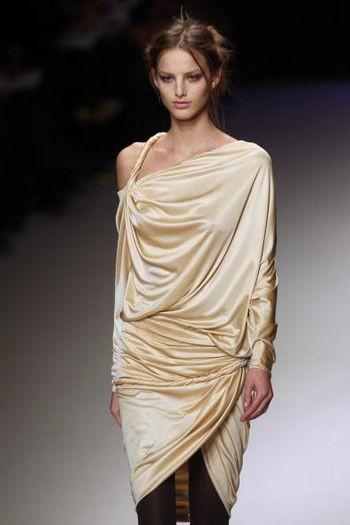 Неделя моды в Париже: Коллекции женской одежды осень/зима 2008-2009 Фото: AFP / Getty Images