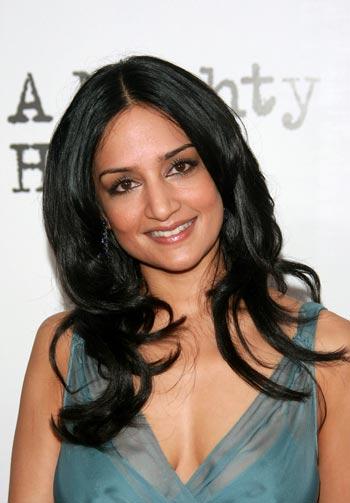 НЬЮ-ЙОРК: Актриса Арчи Панджаби (Archie Panjabi) посетила премьеру фильма «Сильное сердце», которая была представлена в 13 июня 2007 в Нью-Йорке. Фото: Evan Agostini/Getty Images