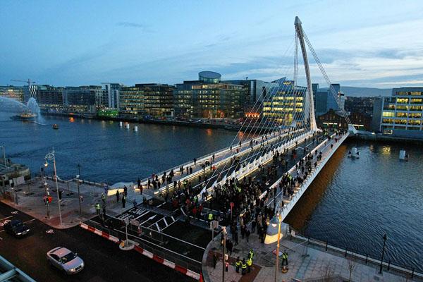 В Дублине открыли мост имени Сэмюеля Бекетта. Бекетт - ирландский писать, драматург и поэт. Фото: STRINGER/AFP/Getty Images