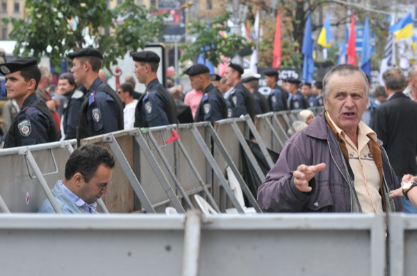 Митинг против ареста Тимошенко проходит возле Печерского суда.
