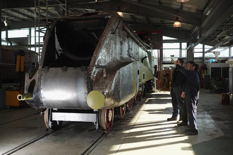 Шілдон, Великобританія, 19 лютого. Канадський локомотив «Домініон Канада» реставрують до 75-річного ювілею встановлення паровими локомотивами типу «Mallard» світового рекорду швидкості. Фото: Ian Forsyth/Getty Images