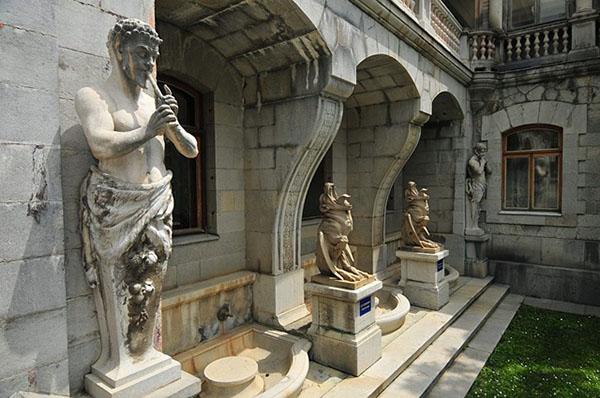 Масандрівський палац. Елементи палацово-паркового ансамблю. Фото: lifeglobe.net