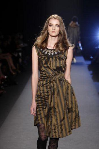Коллекция женской одежды осень 2008 от Николь Миррлер (Nicole Miller) на неделе моды от Mercedes-Benz в Нью-Йорке. Фото: Frazer Harrison/Getty Images