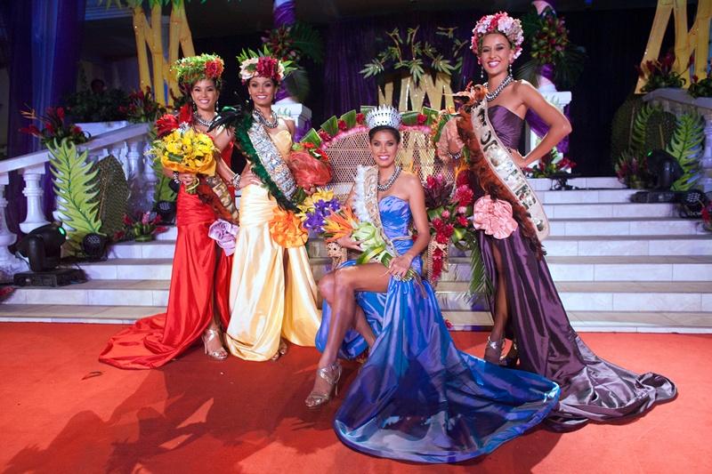 Папеэте, остров Таити, 28 июня. Мехиата Риариа (в центре) завоевала титул «Мисс Таити 2013» Фото: GREGORY BOISSY/AFP/Getty Images