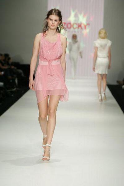 Коллекция одежды сезона весна-лето 2008/2009 от дизайнера Zocky. фото: Gosatti/Getty Images