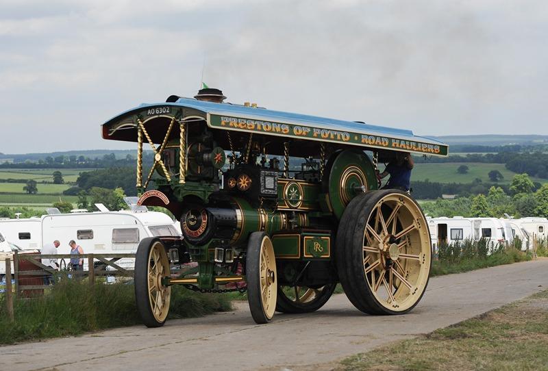 Хелмслі, Англія, 7 липня. У парку Данкомб проходить парад парових машин. Фото: Ian Forsyth/Getty Images