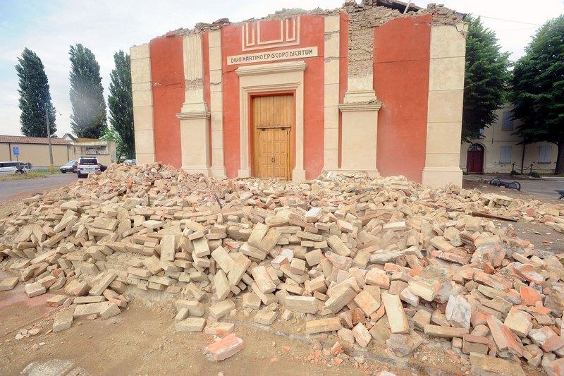 Феррара, Италия, 20мая. Развалины церкви, разрушенной землетрясением магнитудой 6,0, которое произошло в северной итальянской области Эмилия-Романья. Фото: Roberto Serra/Iguana Press/Getty Images