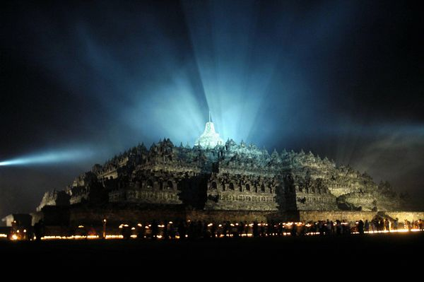 Борободур построен как огромная ступа, которая выполнена в форме гигантской мандалы. Фото: Getty Images