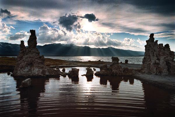 По оценкам ученых, полное восстановление озера Moнo произойдет не раньше, чем через 50 лет. Фото: David McNew/Newsmakers