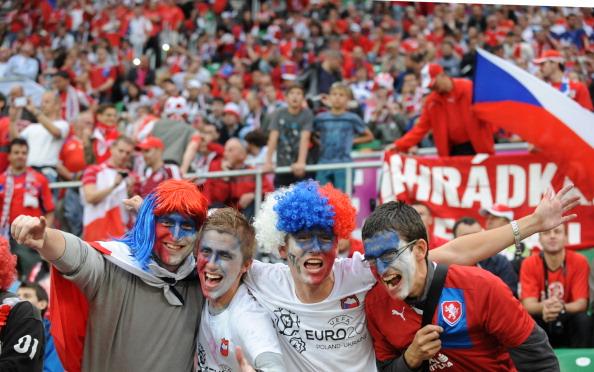 Чеське привітання вболівальників під час матчу Росія — Чехія, 8 червня 2012 року у Вроцлаві. Фото: Даніель Михайлеску/AFP/GettyImages