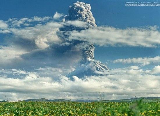 Фото: Експлозивне виверження вулкана Ключевського/www.kamtravel.abdesign.ru