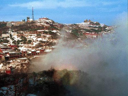 10 січня 2005 року «Сяйво Будди» побачили на горі Тань. Гора Тань, відома як «перша гора в Піднебесній», розташована в місті Тайань, в центрі провінції Шандун. Фото: Велика Епоха