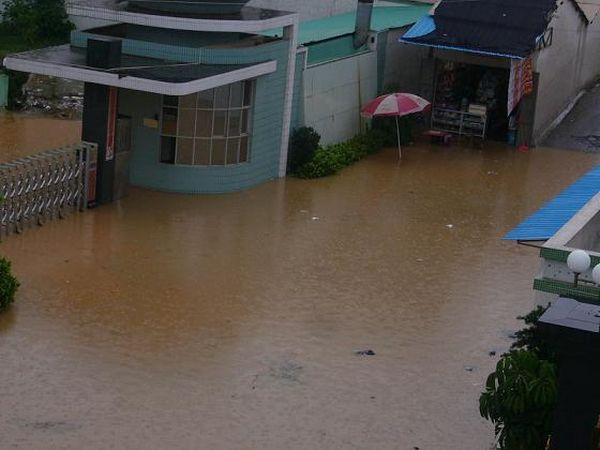 Сильные ливни вызвали наводнение в провинции Гуандун. Фото с aboluowang.com