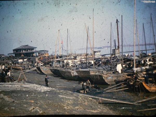 Лодки на берегу реки. Фото с aboluowang.com
