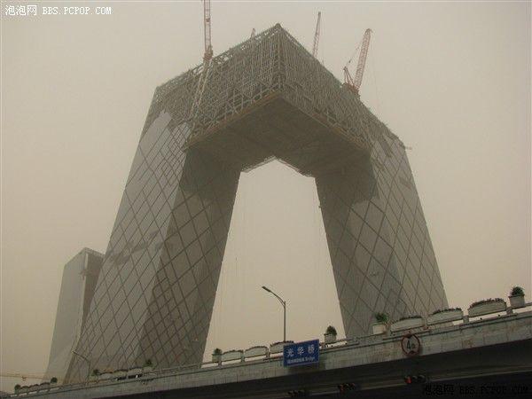 Пылевой вихрь с песком в г.Пекине. Фото с epochtimes.com