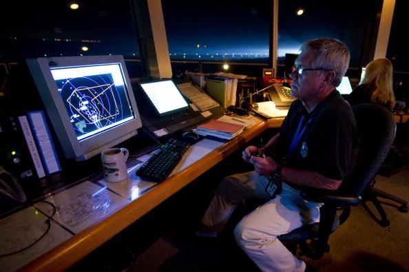 Диспетчер НАСА Ларри Паркер. Шаттл «Индевор» вот-вот приземлится. Фото: Bill Ingalls/NASA Via Getty Images