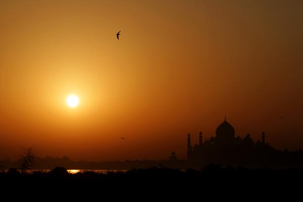 Тадж-Махал під час сходу сонця. Фото: Dan Istitene / Getty Images