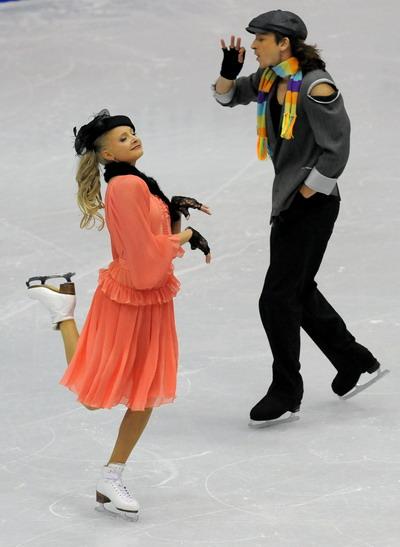 Оксана Домнина/Максим Шабалин (Россия) исполняют оригинальный танец. Фото: JUNG YEON-JE/AFP/Getty Images