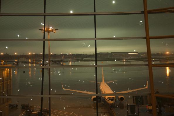 Рейсы отменены. В Пекине рекордный ливень. 23 июня 2011 г. Фото: STR/AFP/Getty Images