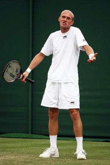 Лондон, Великобритания:  Nikolay Davydenko из России во время Уимблдонского турнира. фото: Clive Brunskill/Getty Images