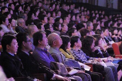 9 марта нью-йоркская труппа «Шень Юнь» выступила с концертом в г.Тайчжун (Тайвань). Зал, в котором проходил концерт, был до отказа заполнен зрителями. Фото: Хуан Цзунмао/The Epoch Times