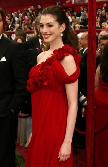 Актриса Энн Хэтэуэй (Anne Hathaway) посетила церемонию вручения Премии Оскар в Голливуде Фото: Frazer Harrison/Getty Images