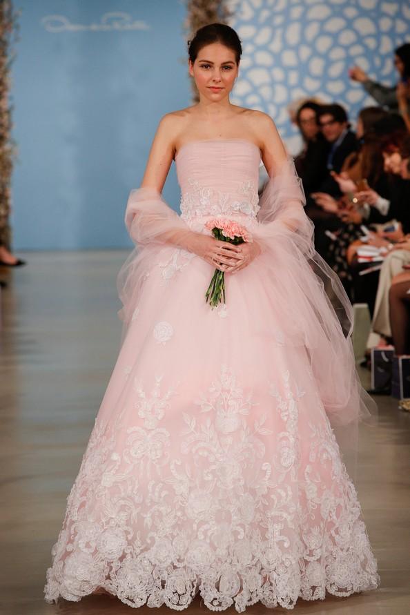 Весільні сукні весна-літо 2014 від Oscar De La Renta. Фото: JP Yim/Getty Images