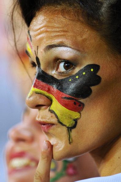 Немецкая болельщица с изображением бабочки на лице, в матче Германии против Голландии, 13 июня 2012 года, Харьков. Фото: Lars Baron/Getty Images
