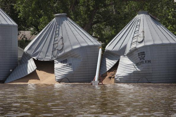 Поврежденные наводнением зернохранилища. г. Берлингтон, Северная Дакота, США. Фото: Scott Olson/Getty Images