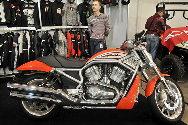 Специализированная выставка мототехники и аксессуаров «Мотобайк 2011». Фото: Владимир Бородин/The Epoch Times Украина