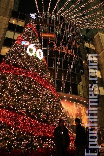 Тайбэй встречает Рождество. 24 декабря 2009 год. Фото: The Epoch Times