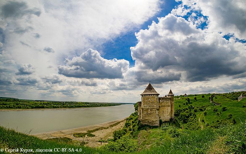 Десятое место. Комплекс сооружений Хотинской крепости, Черновицкая область, Хотин.