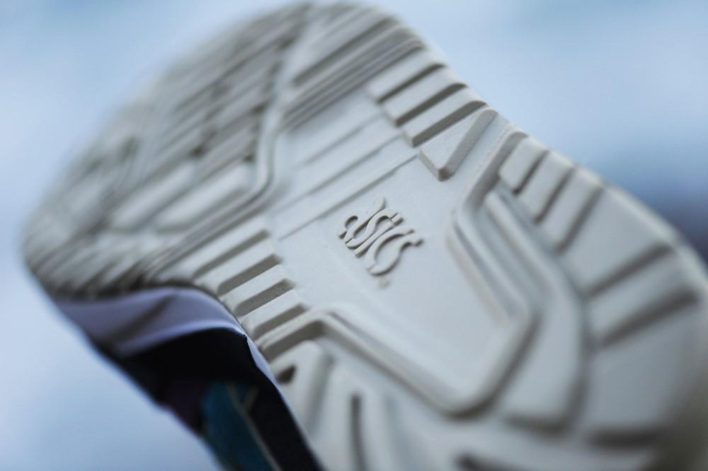 Кроссовки Asics. Фото: webmoda.com.ua