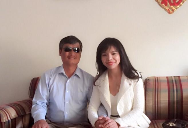 Анастасія Лінь з китайським правозахисником Чень Гуанченом. Фото: Courtesy of Anastasia Lin