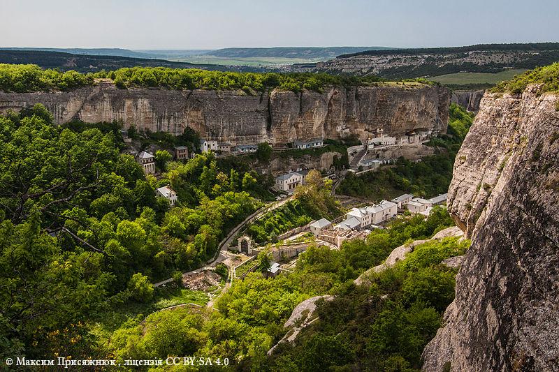 Третье место. Комплекс Успенского пещерного монастыря, АР Крым, Бахчисарай.