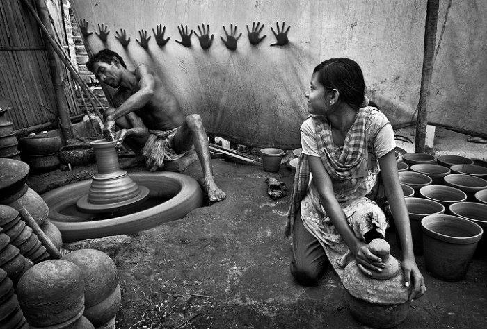 Третє місце, «Руки для свободи», Пранаб Басак, Індія. Фото: photocontest.cgap.org