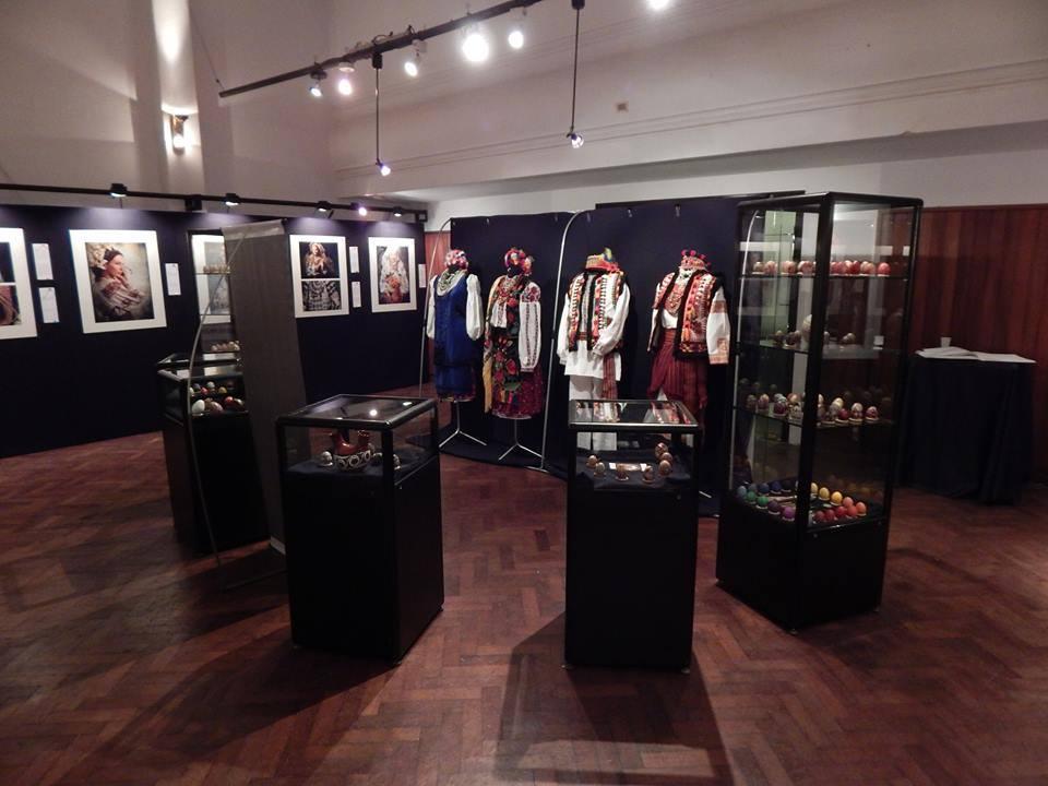 Выставка фотографий от мастерской «Треті Півні» на мероприятии «Ночь Музеев в Буэнос Айрес». Фото: facebook.com/TretiPivni