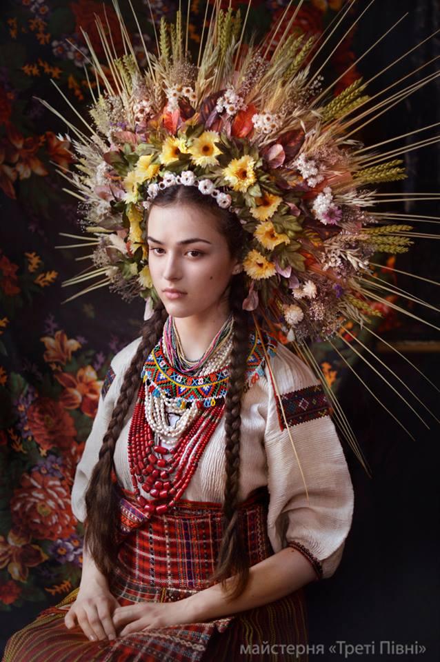 Девушка в Покутском наряде. Художественный образ. Фото: facebook.com/TretiPivni