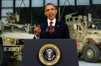 Президент США Барак Обама выступает с обращением во время визита в Афганистан на авиабазу Баграм 2 мая 2012 года