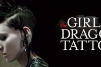 івчина з татуюванням дракона